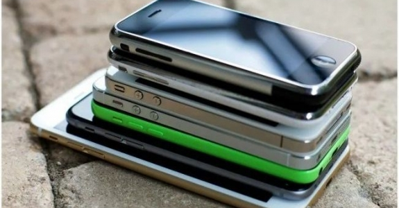 Francia multa a Apple por hacer lentos sus iPhone